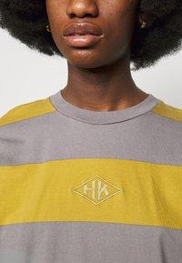 Han Kjøbenhavn - BOXY TEE - Long sleeved top - yellow - 5