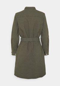 ONLY - ONLLAUREL LIFE FRILL DRESS - Košilové šaty - kalamata - 6