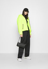 Nike Sportswear - CORE  - Light jacket - volt/black - 1