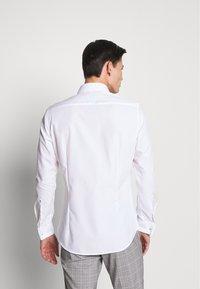 Seidensticker - SLIM - Camicia elegante - weiß - 2