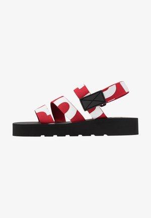Platåsandaler - rosso/bianco