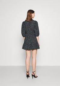 EDITED - GEMMA DRESS - Vestido informal - schwarz/blau/mischfarben - 2