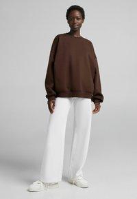 Bershka - OVERSIZE  - Sweatshirt - brown - 1