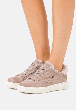 ILKA - Sneakers laag - sand