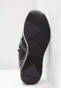 MICHAEL Michael Kors - LIV TRAINER - Sneakers laag - black/brown - 6