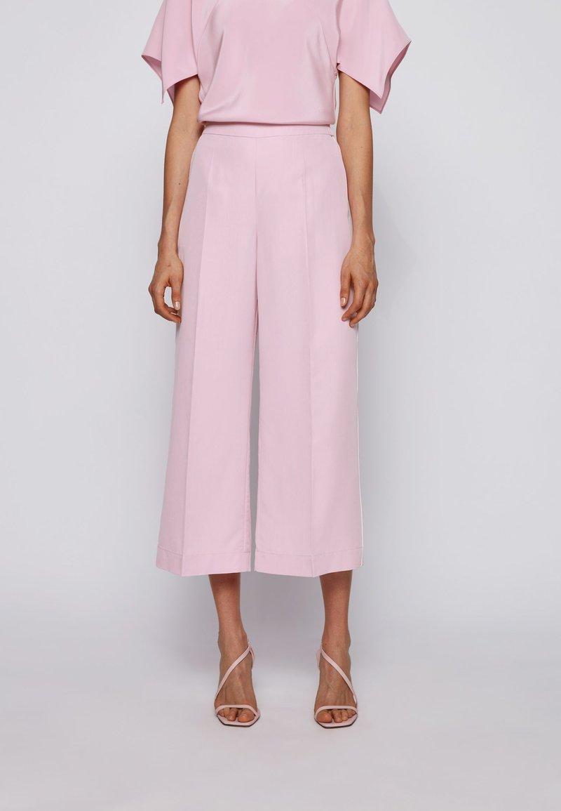 BOSS - SIAMO - Trousers - light purple