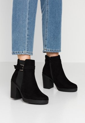 WIDE FIT AGGY CHUNKY BUCKLE - Bottines à talons hauts - black