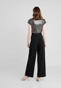 ONLY - ONLSICA WIDE PANTS - Pantalon classique - black - 2
