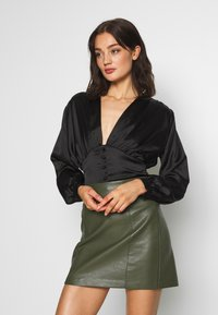 Club L London - BUTTON FRONT BLOUSE - Bluser - black - 0