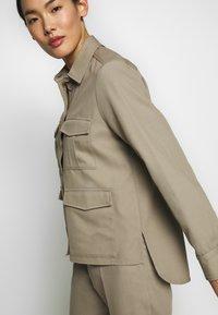 Filippa K - HANNA JACKET - Lehká bunda - khaki - 4