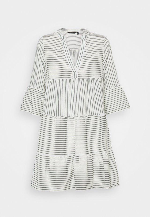 VMHELI 3/4 SHORT DRESS - Korte jurk - snow white/laurel wreath