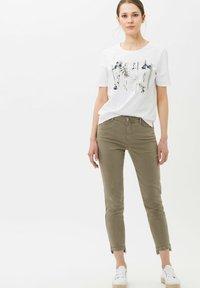BRAX - CIRA - Print T-shirt - white - 1