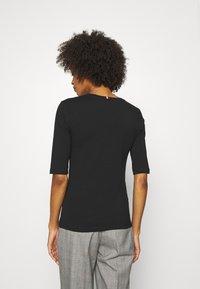 Tommy Hilfiger - Basic T-shirt - black - 2