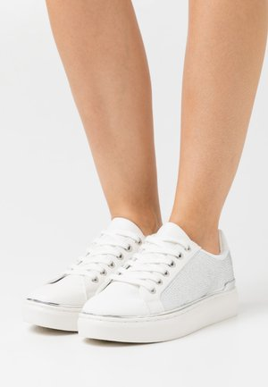 SPARK - Trainers - white