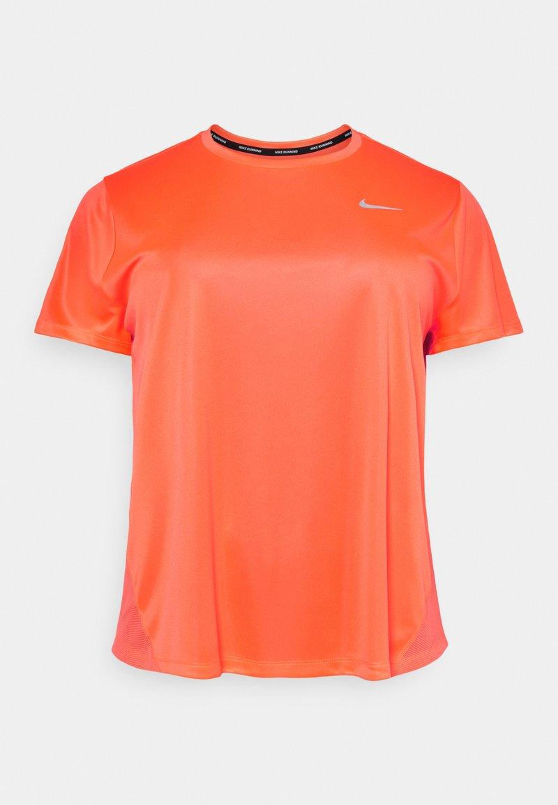 Nike Performance - DRY MILER PLUS - Camiseta básica - bright mango/reflective silver