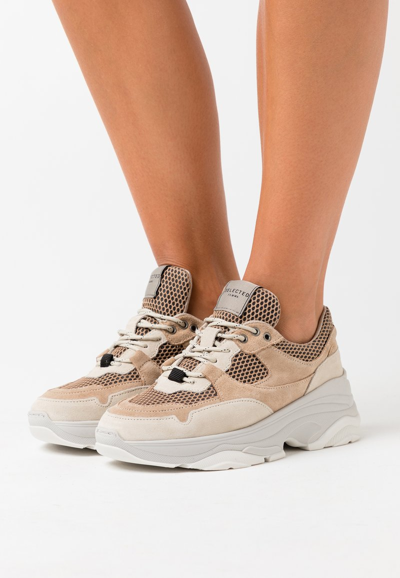 Selected Femme - SLFGAVINA TRAINER - Trainers - sand