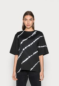 JUST FEMALE - BECKER TEE TIEDYE - Print T-shirt - black - 0