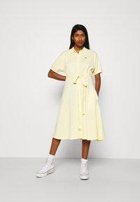 Lacoste - Robe chemise - zabaglione - 0