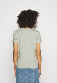 Levi's® - PERFECT - Basic T-shirt - desert sage - 2