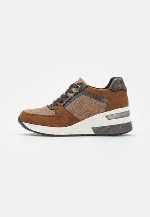 Sneakers laag - mud