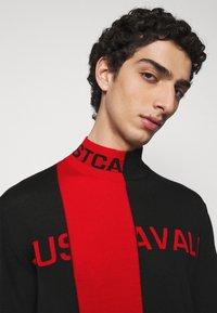 Just Cavalli - Svetr - black/grenadine red - 3