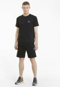 Puma - CLASSICS TECH  - T-shirts basic - puma black - 1