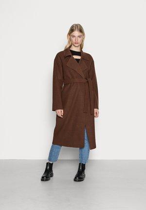 CLEAN BELTED COAT - Mantel - brown