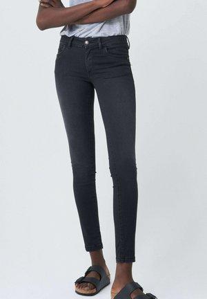 PUSH UP SKINNY - Jeans Skinny Fit - schwarz