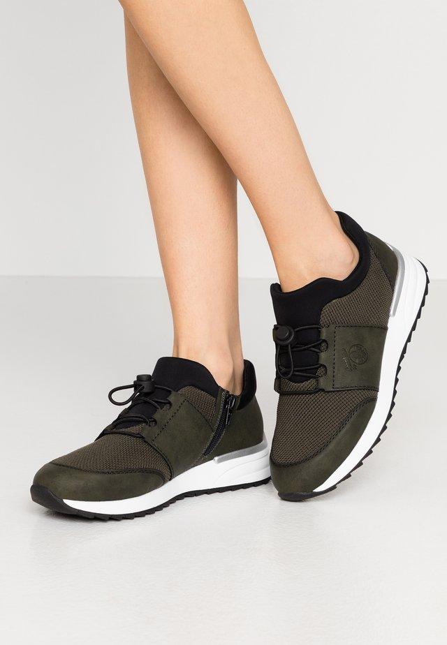 Sneakers laag - forest/schwarz