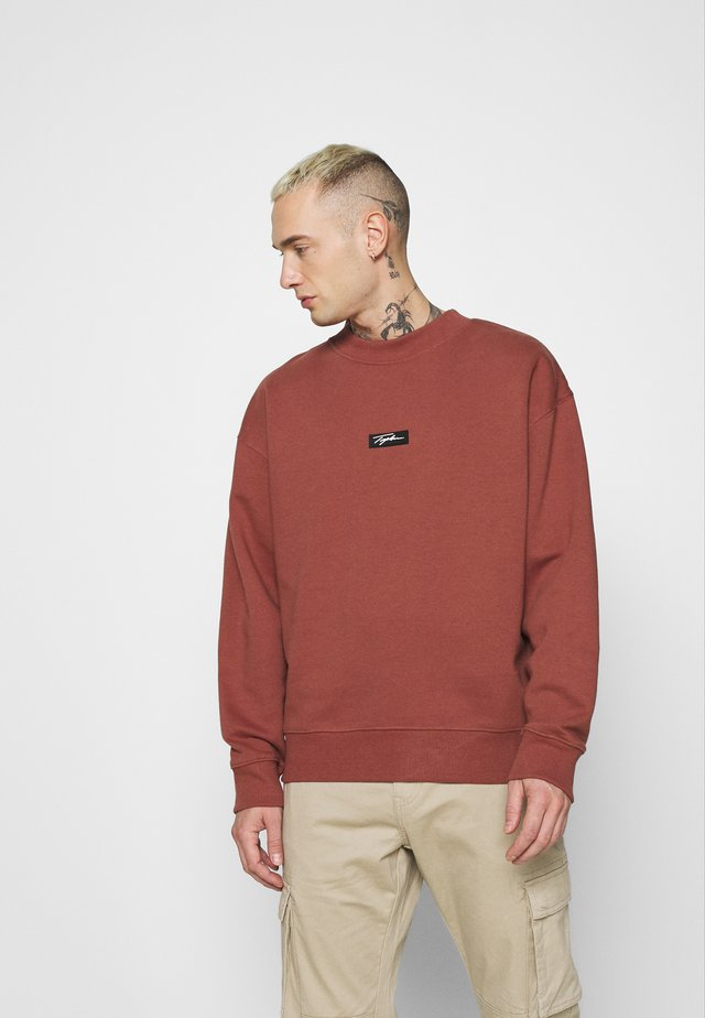 HIGHNECK BADGE - Sweatshirt - burgundy