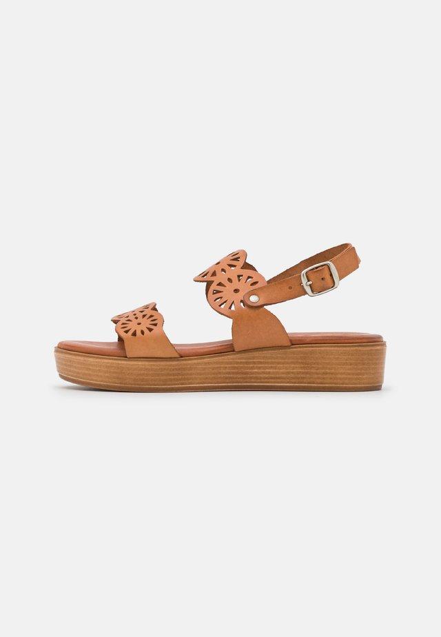 NICOLETA - Korkeakorkoiset sandaalit - brown