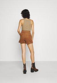 Molly Bracken - LADIES - Shorts - camel - 2