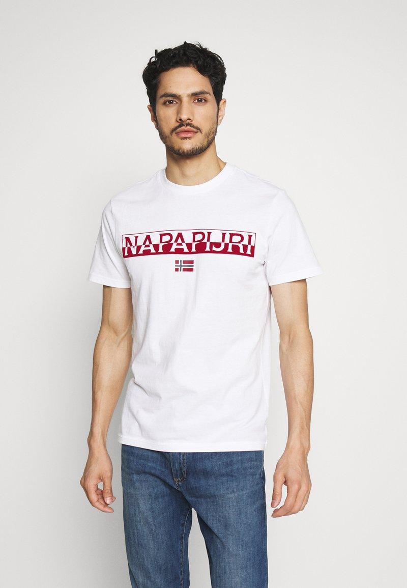 Napapijri - SARAS SOLID - T-shirt med print - bright white