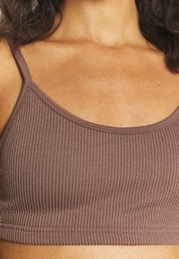 Cotton On Body - WORKOUT YOGA CROP - Light support sports bra - raw umber - 6