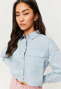 TALLY WEiJL - MIT KNÖPFE - Button-down blouse - blue - 3