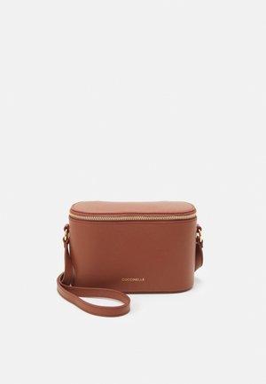 JULIETTE CROSSBODY BAG - Across body bag - cinnamon