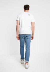 The North Face - RAG DO TEE - T-shirt z nadrukiem - white - 2