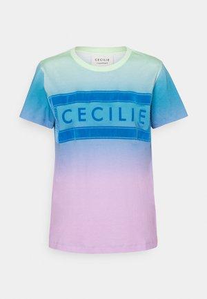 SIMONE RAINBOW - Print T-shirt - pastel green