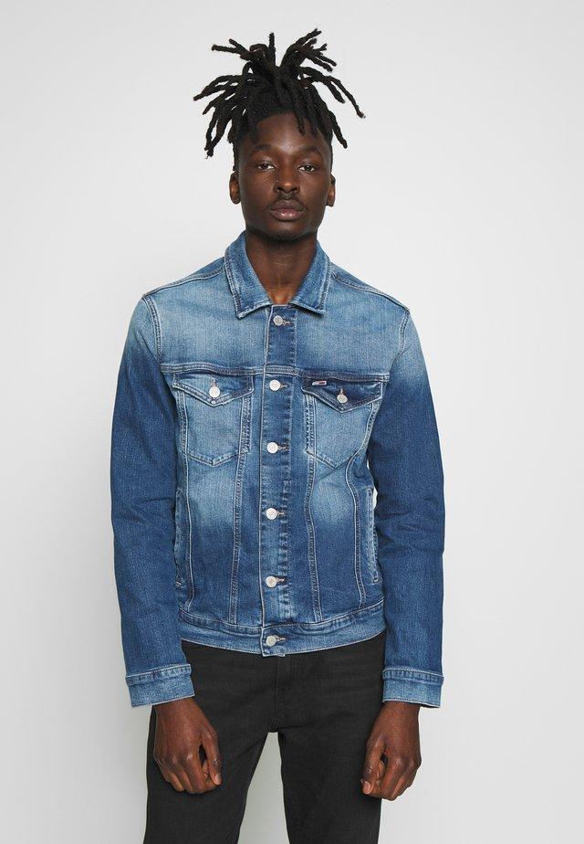 REGULAR TRUCKER JACKET - Kurtka jeansowa - blue denim