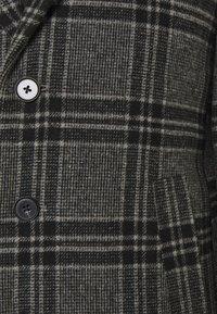 Jack & Jones PREMIUM - JPRBLAMOULDER CHECK - Classic coat - dark grey melange - 7