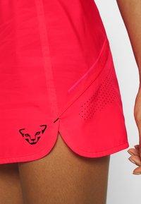 Dynafit - ALPINE PRO SKIRT - Sports skirt - fluo pink - 6