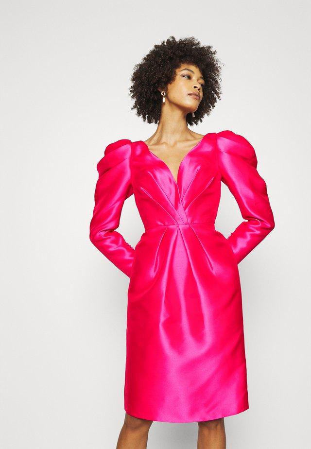 STYLE - Cocktailkjoler / festkjoler - shocking pink