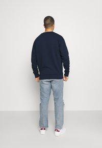 adidas Originals - GRAPHIC CREW - Sweatshirt - collegiate navy - 2