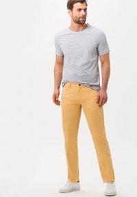 BRAX - STYLE CADIZ - Jeans slim fit - sunset - 1