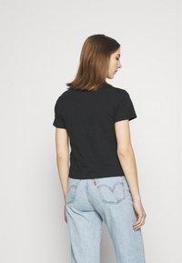 Levi's® - GRAPHIC SURF TEE - Print T-shirt - caviar - 2