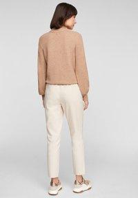 s.Oliver - REGULAR FIT - Tracksuit bottoms - light beige - 2
