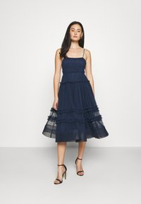 Lace & Beads - SHAY MIDI DRESS - Cocktailkjole - navy - 1