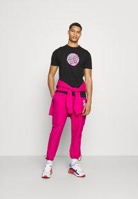 Santa Cruz - SCALES DOT UNISEX - Print T-shirt - black - 1