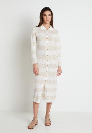 TALIALN  - Pletené šaty - linen melange