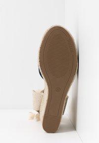 mtng - NEW PALMER - Sandaler med høye hæler - marino/beige - 6